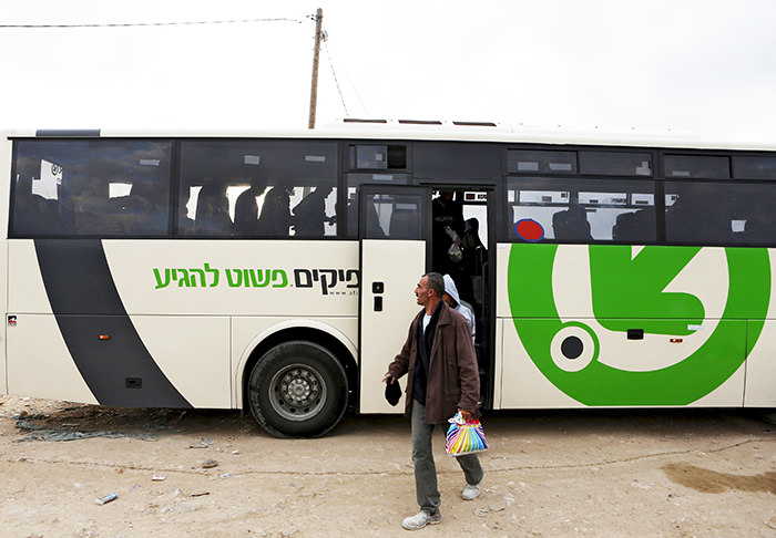 Labourers disembark a Palestinians-only bus before crossing to the West Bank through Israel's Eyal checkpoint, near Qalqilya in this March 4, 2013 (Reuters Photo)
