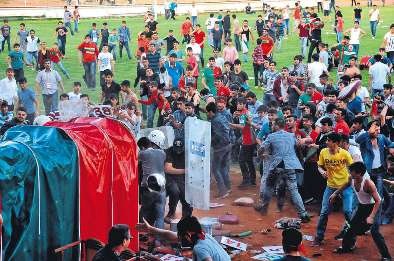 Fans of Yeni Diyarbaku0131rspor invaded the pitch in a match against Denizli Bu015eB on May 18 and clashed with riot police.