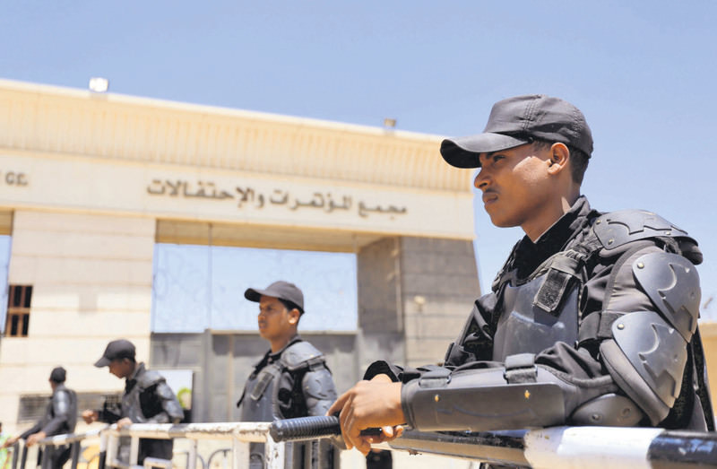 Policemen take their positions during the trial of ousted Egyptian President Morsi and Muslim brotherhood leaders at a court in the outskirts of Cairo on May 16, 2015.
