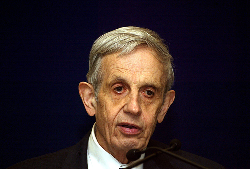 A file picture dated 14 February 2007 of Noble Laureate John Nash speaking on 'Global Games and Globalization' during a function in New Delhi, India (EPA Photo)
