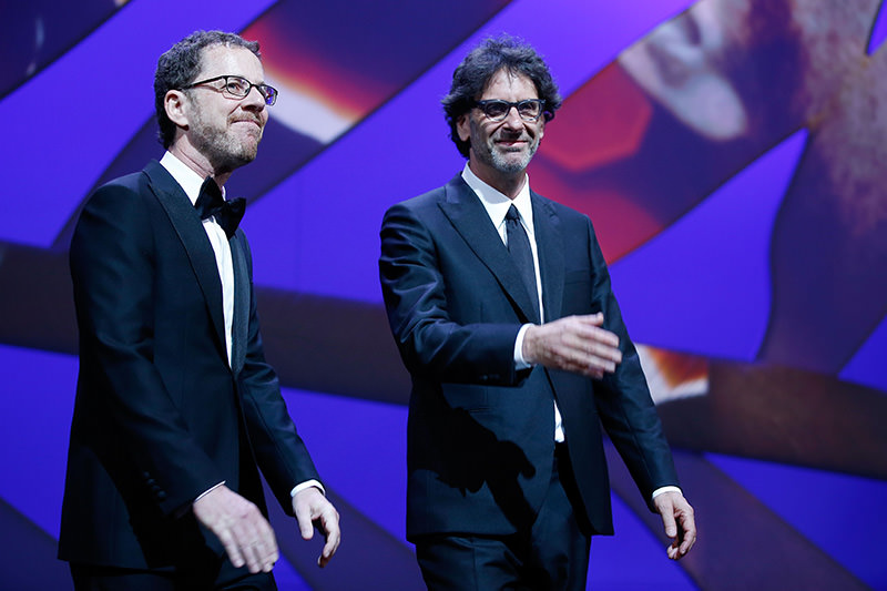 US directors and Presidents of the Feature Film jury Ethan Coen (L) and Joel Coen arrive on stage during the opening ceremony of the 68th Cannes Film Festival in Cannes, France, on May 13, 2015 (AFP Photo)