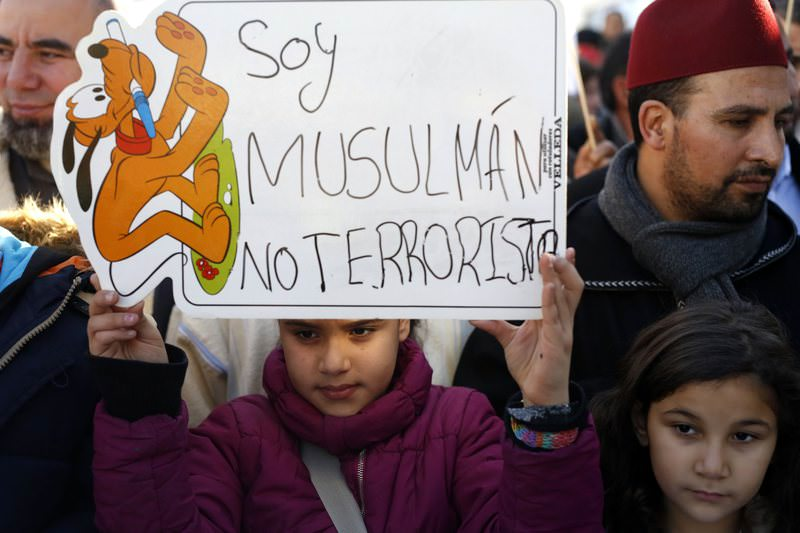 A girl holds a placard that reads ,I am a Muslim, not a terrorist, during a rally by members of the Muslim community of Madrid outside Madrid's Atocha train station, January 11, 2015 (Reuters Photo)