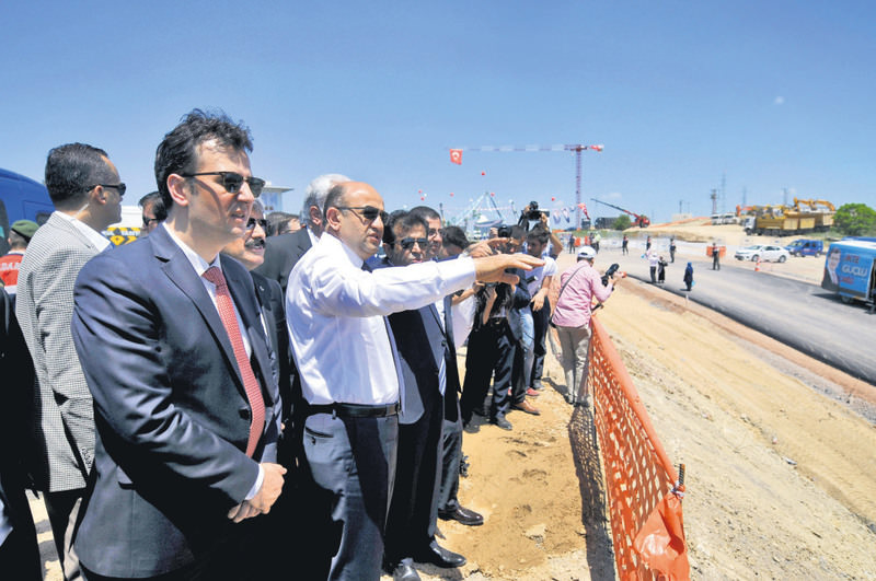 High-tech valley's groundbreaking ceremony was held in Kocaeli's Gebze district with a ceremony attended by Science, Industry and Technology Minister Iu015fu0131k. Iu015fu0131k examined the construction area with his team after the ceremony.