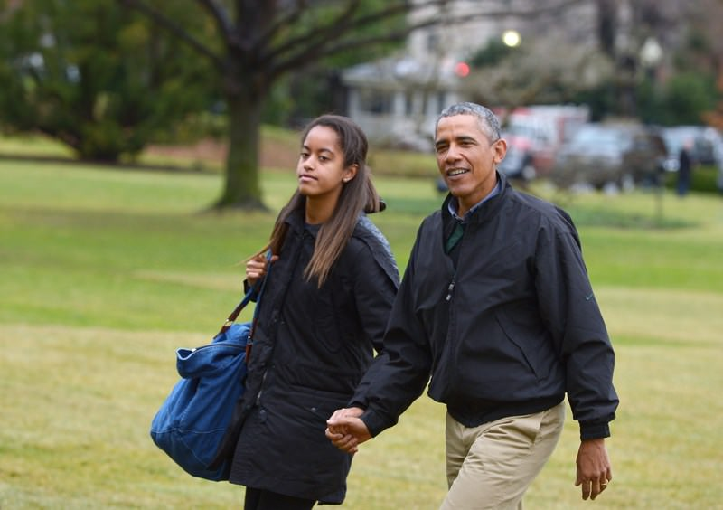 US President Barack Obama u00ae and daughter Malia walk across the South Lawn upon return to the White House in Washington, DC. (AFP Photo)