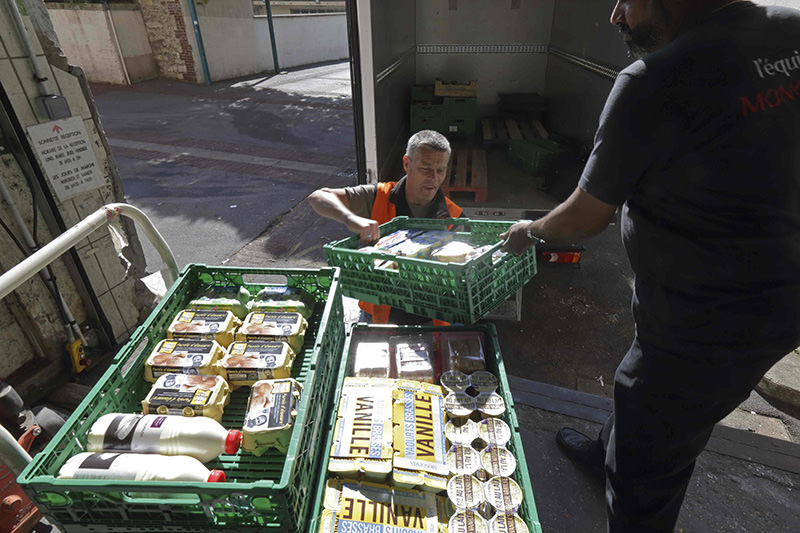 A retired train engineer, who volunteers at the ,Banques Alimentaires, (Food Bank), transfers crates with food goods donated by a supermarket to charity organisations in l'Hay-les-Roses, France, May 26, 2015 (Reuters Photo)