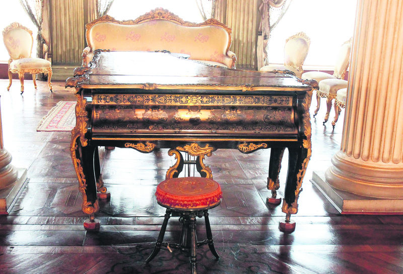 The wives of the sultans, who were also called ,ikbal,, took piano lessons in the palace. This was the reality toward the end of the empire. There were many pianos and none of them were inactive.