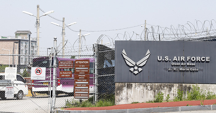 A general view shows the main gate of the US Osan Air Base in the city of Pyeongtaek, south of Seoul, South Korea, 28 May 2015 (EPA Photo)