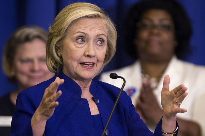 Democratic presidential candidate Hillary Clinton (C) addresses the South Carolina House Democratic Women's Caucus and the South Carolina Democratic Women's Council on May 27, 2015 (Reuters Photo)