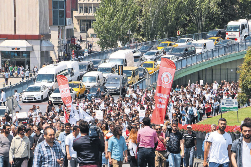 Doctors and nurses rallied in Istanbul yesterday  to protest violence against doctors and other health care employees.