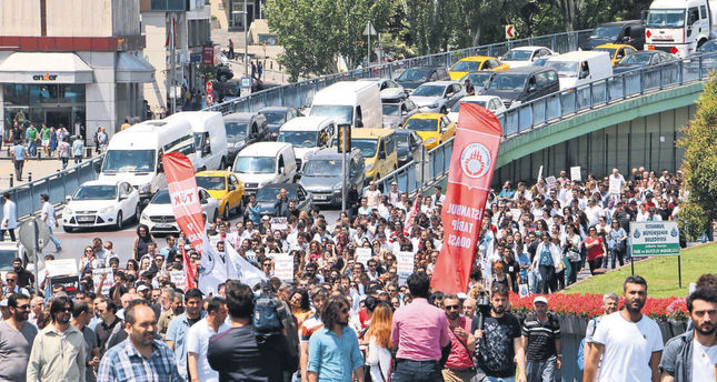 Doctors and nurses rallied in Istanbul yesterday  to protest violence against doctors and other health care employees. (DHA Photo)
