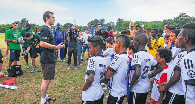 A New York Cosmos player speaks to children from Cuban football teams in Havana. (AFP Photo)
