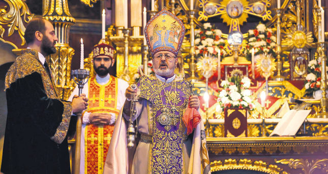 Archbishop Aram Ateşyan (center), acting head of the patriarchate, presiding over a religious service at Surp Asdvadzadzin church in Istanbul on April 25. (Reuters Photo)