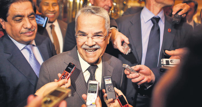 Saudi Arabia's oil minister Ali al-Naimi speaks with journalists as he arrives at his hotel on June 1. (AFP Photo)