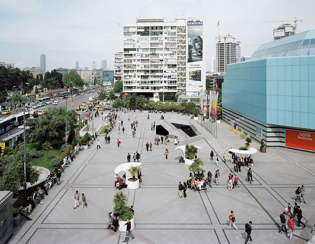 Photo exhibition explores Istanbul's urban squares