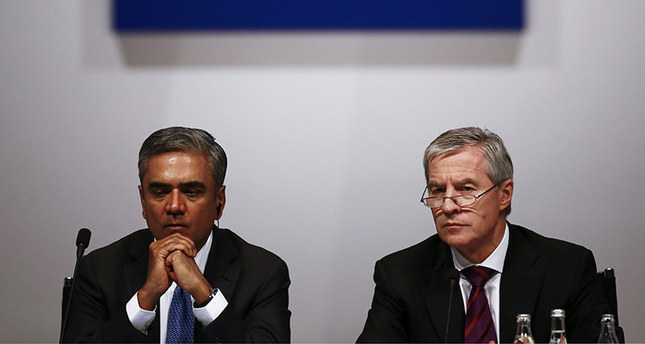Deutsche Bank co-CEOs Anshu Jain (R) and Juergen Fitschen address a press conference in the headquarters of the bank in Frankfurt, Germany on 27 April 2015 (EPA Photo)