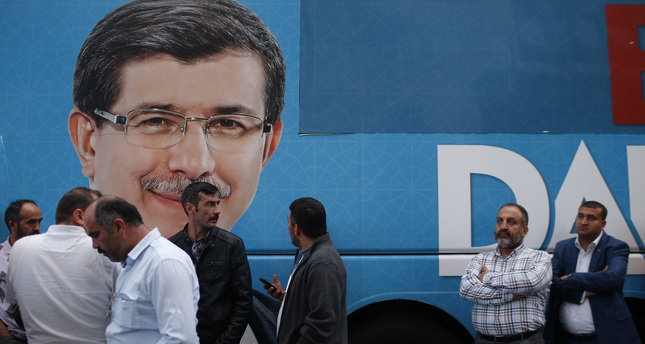 Istanbul reflects Turkish electorate, AK Party leads with a drop
