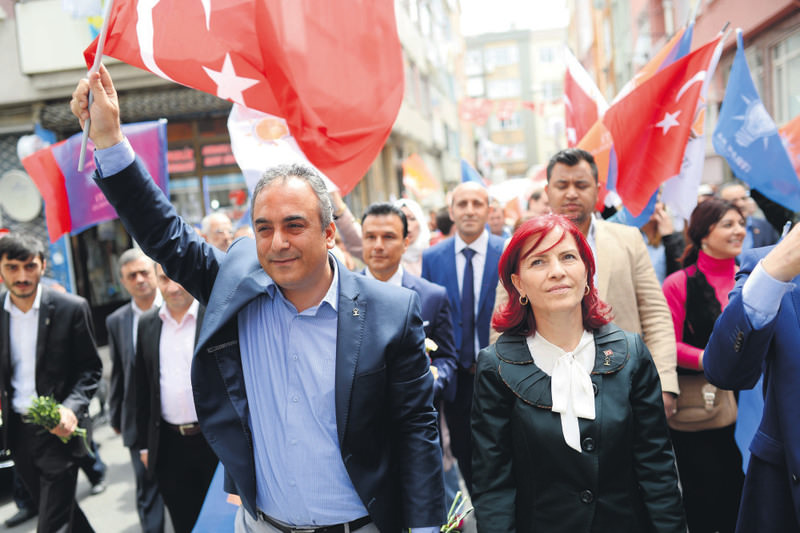 Markar Esayan (L), an Armenian-Turkish journalist was elected from the AK Party list in Istanbul's second region.