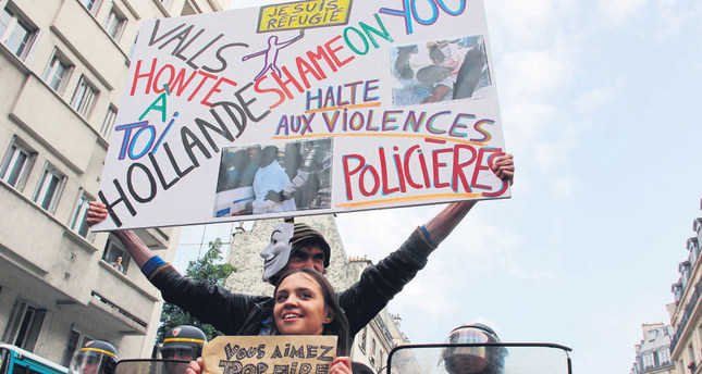 Expulsion of migrants in Paris condemned by French politicians