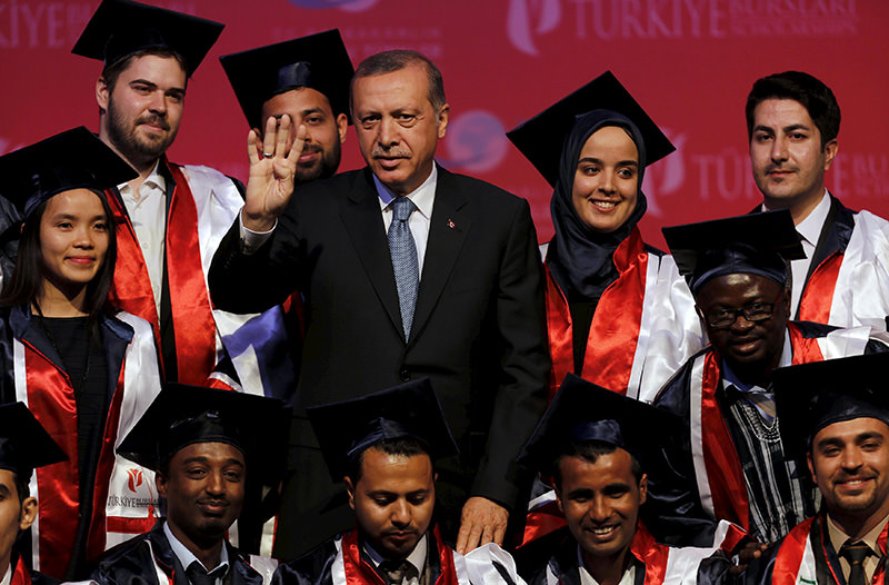 Turkey's President Tayyip Erdou011fan poses with students during a graduation ceremony in Ankara, Turkey, June 11, 2015 (REUTERS Photo)