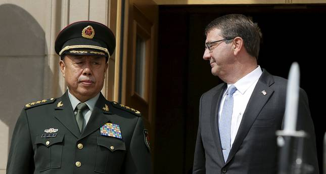 U.S. Secretary of Defense Ash Carter (R) smiles at China's Vice-Chairman of the Central Military Commission General Fan Changlong during a honor cordon ceremony at the Pentagon in Washington (Reuters Photo)