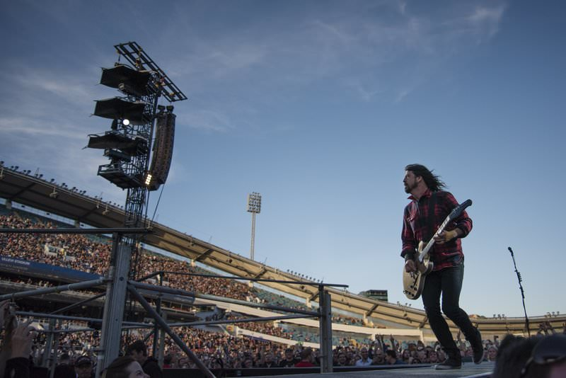 Foo Fighters band member Dave Grohl performs during the band's concert at Nya Ullevi in Gothenburg, Sweden, June 12, 2015, before falling off the stage (Reuters Photo)
