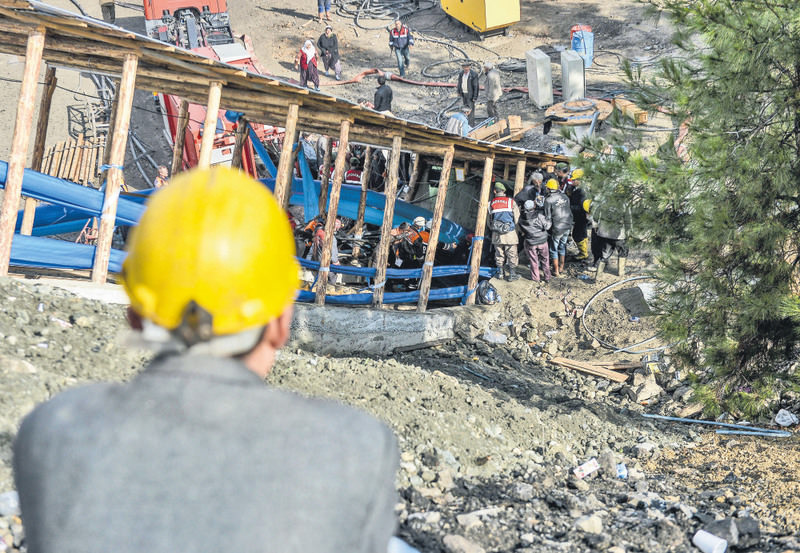 All 18 miners were trapped hundreds of meters below the surface when a sudden flood of water from an old, adjacent mine quickly inundated the galleries. It took weeks to recover all the bodies.