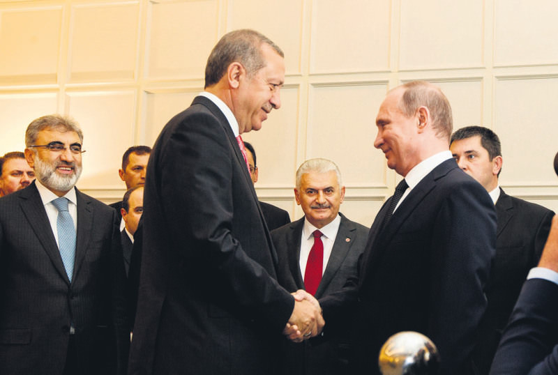 President Erdou011fan (L) met with his Russian counterpart Putin in Baku to discuss energy projects along with the situation in Syria.