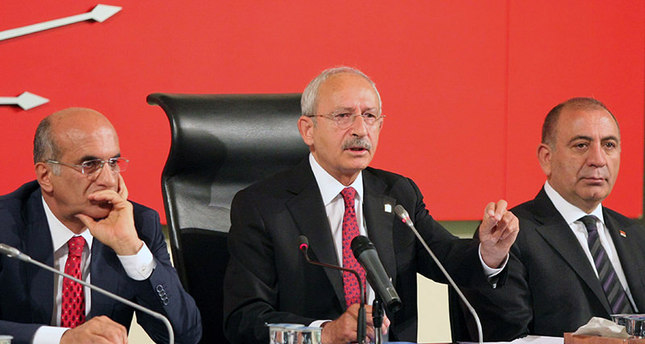 Kemal Kılıçdaroğlu  (C), chairman of Turkey's main opposition Republican Peoples' Party (CHP) gives a statement to the press before a council meeting in Ankara on june 15, 2015 (AFP Photo)