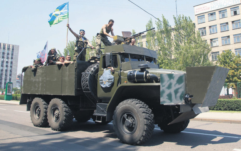 Russian-backed separatists in Ukraine continue clashing with the forces loyal to the Kiev administration.