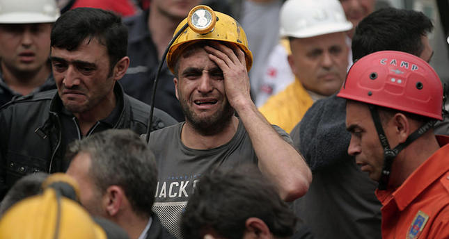 A miner cries as rescue workers carry the dead body of a miner from the mine in Soma, western Turkey, Wednesday, May 14, 2014 (AP Photo)