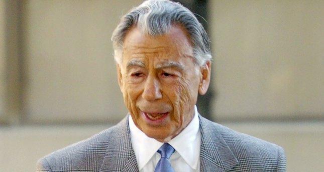 Kirk Kerkorian, multibillionaire Las Vegas casino tycoon dies at 98