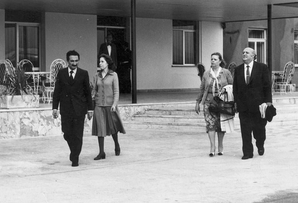 Süleyman Demirel and his wife Nazmiye (right) being transferred to Hamzakoy military facility with Ecevit couple following the coup 1980
