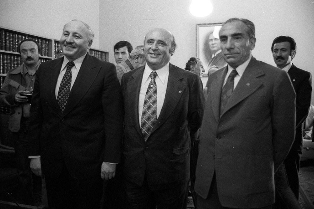 Demirel (center) with his coalition partners Erbakan (left) and Türkeş (right)