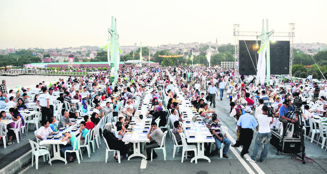 After the iftar, you can enjoy watching films in the open-air space and stay awake until sahur  in the morning.