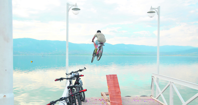 Lakes offer alternative vacation opportunities