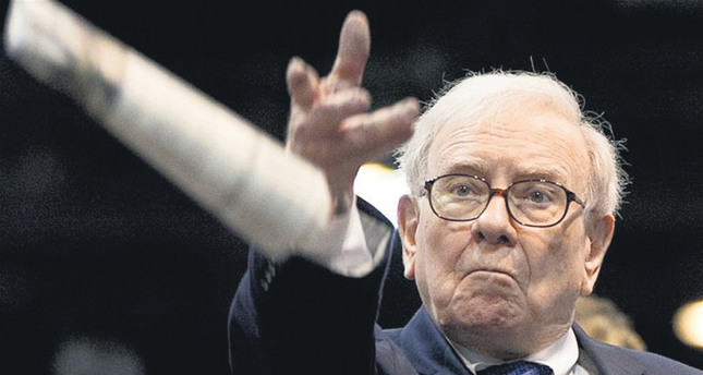 Print-loving Buffett ready to buy more newspapers