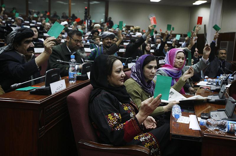 Afghan parliament members vote during a debate in Kabul, Afghanistan, Saturday, Jan. 2, 2010 (AP Photo)