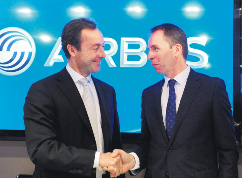 Wizz Air CEO Jozsef Varadi (R) shakes hands with Airbus President Fabrice Bregier (L) during a press conference at the International Paris Air Show in Le Bourget yesterday.