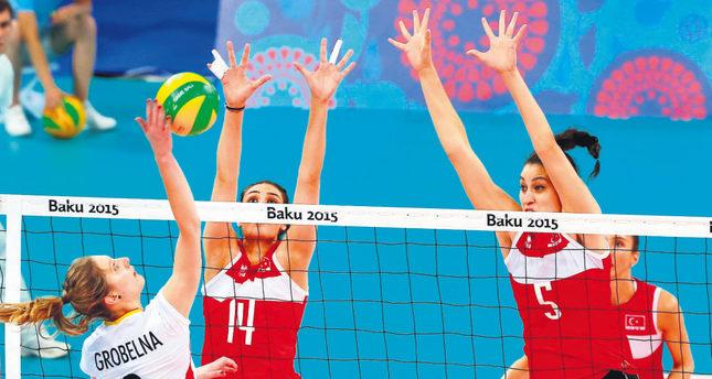 Turkey's female volleyball team edge closer to last eight in Baku