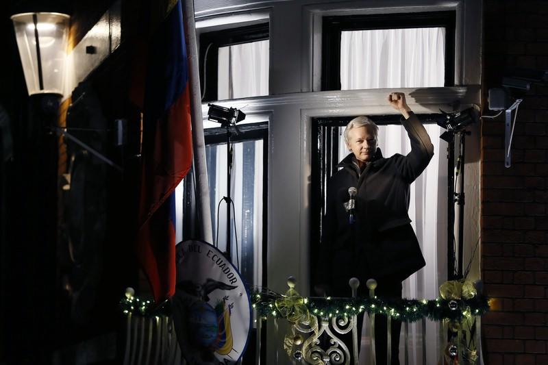 Julian Assange, founder of WikiLeaks speaks to the media and members of the public from a balcony at the Ecuadorian Embassy in London, Dec. 20, 2012 (AP Photo)