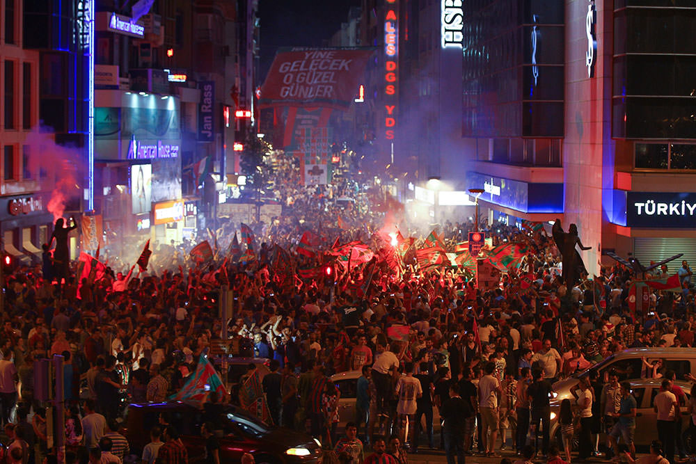 Thousands of fans gathered in Karşıyaka's shopping district known as 'Çarşı' to celebrate their victory