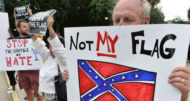 Charleston residents protested flying the Confederate flag. (AFP Photo)