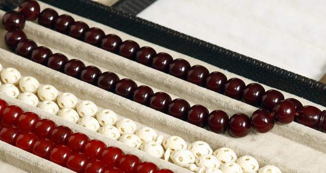 Muslims generally use tesbihs with 99 beads, which symbolize the 99 names of Allah, while some Muslims choose to use tesbihs with 33 beads for convenience.