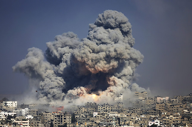 Smoke and fire from an Israeli strike rise over Gaza City, July 29, 2014 (AP Photo)