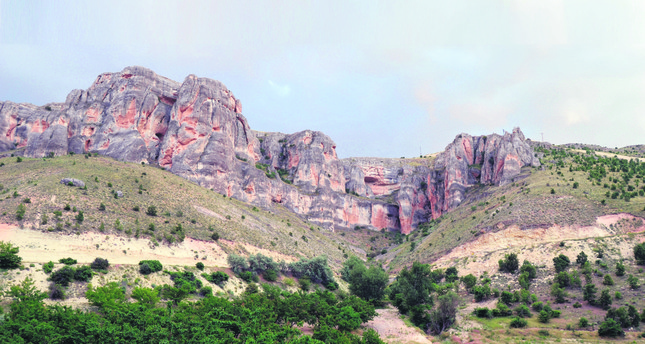 The valley is surprisingly deep and its rock formations, inns and other cultural and natural beauties, including endemic plants, deserve to be explored.