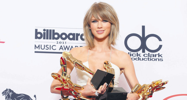 Apple bows to pop star Swift on streaming payments