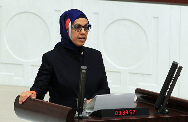 Ravza Kavakçı while taking her oath (AA Photo)
