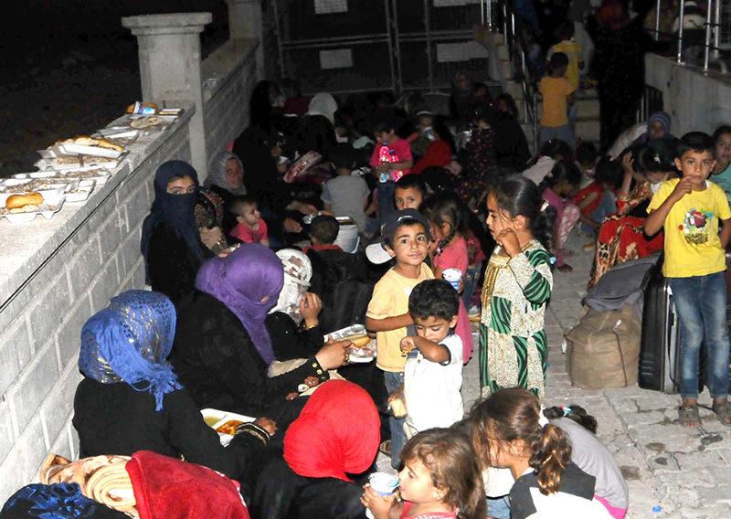 Syrian Turkmens break their fast in Aku00e7akale district of u015eanlu0131urfa province (DHA Photo)