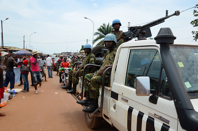 UN Peacekeeping troops patrol the main market at ,Kilometre Five, in Bangui on May 18, 2015, where refugees gathered during inter-religious violence that wracked the Central African Republic (AFP Photo)