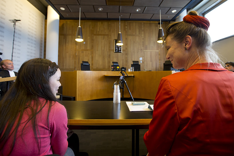 Urgenda Foundation director Marjan Minnesma, right, and 11-year-old fellow plaintiff Anica van Staa, left, wait for the judges to enter court to deliver their verdict in The Hague, Netherlands, Wednesday, June 24, 2015 (AP Photo)